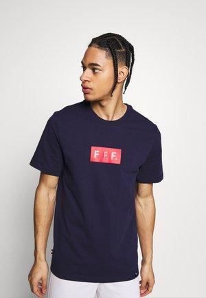 FRANKREICH TEE TRAVEL - T-shirt print - blackened blue