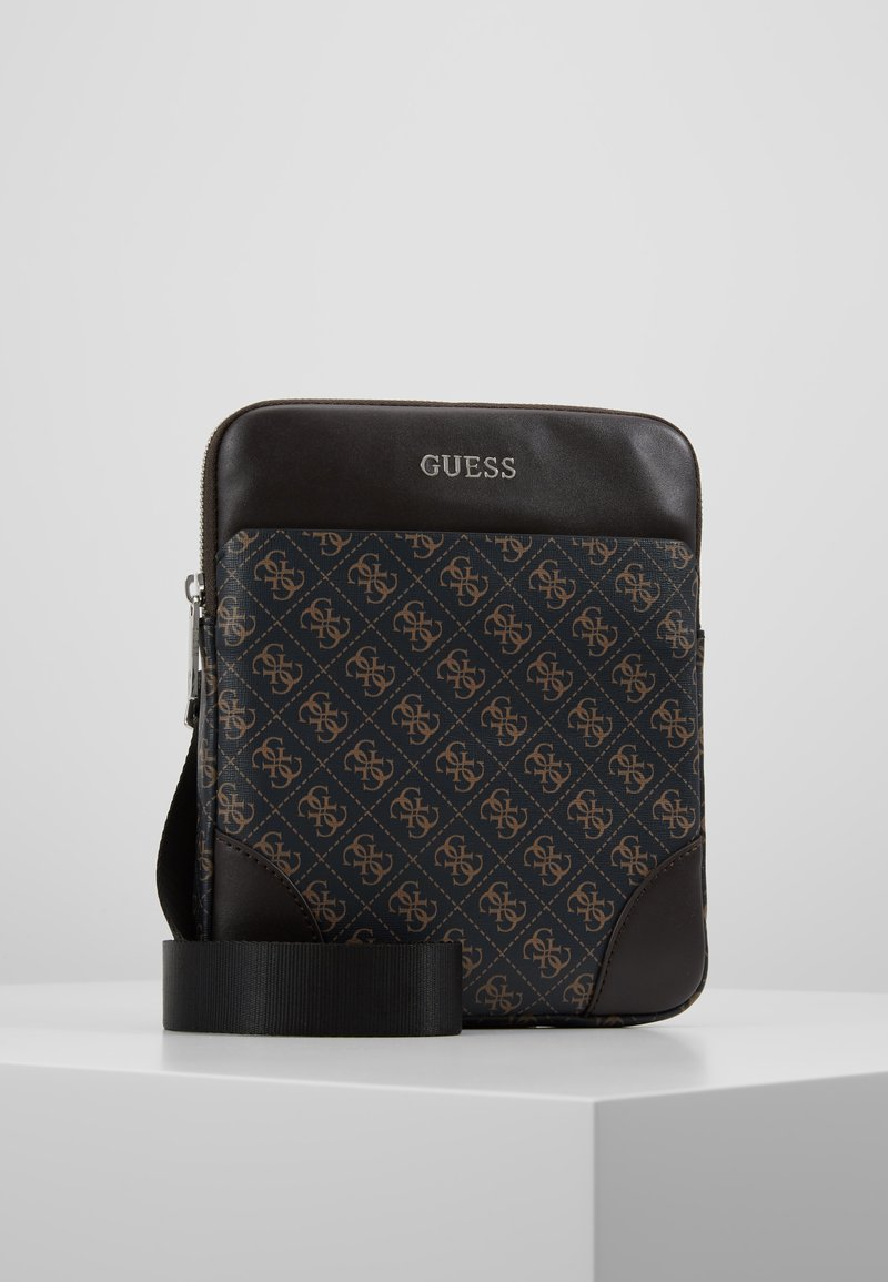 Guess - MANHATTAN FLAT CROSSBODY - Sac bandoulière - brown