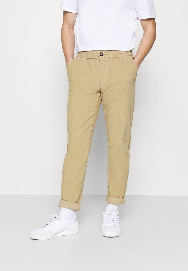 RON PANTS - Pantalon classique - sand