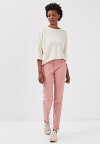 BONOBO Jeans - Chinos - rose - 1