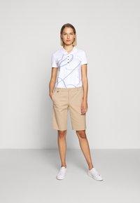 Lauren Ralph Lauren - BERMUDA - Shorts - birch tan - 1