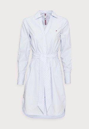MONICA KNEE SHIRT DRESS - Skjortekjole - blue