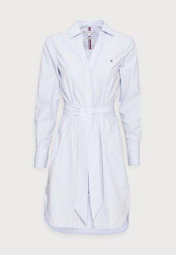 MONICA KNEE SHIRT DRESS - Shirt dress - blue