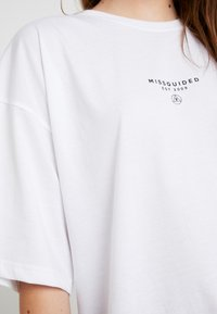 Missguided - DROP SHOULDER - Print T-shirt - white - 5