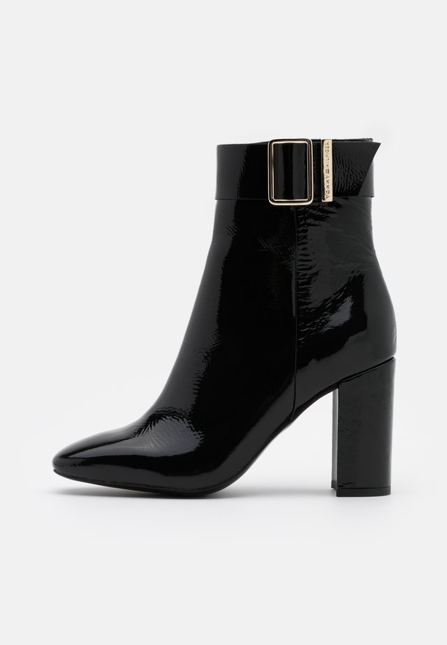 SQUARE TOE BOOT - Botki na obcasie - black