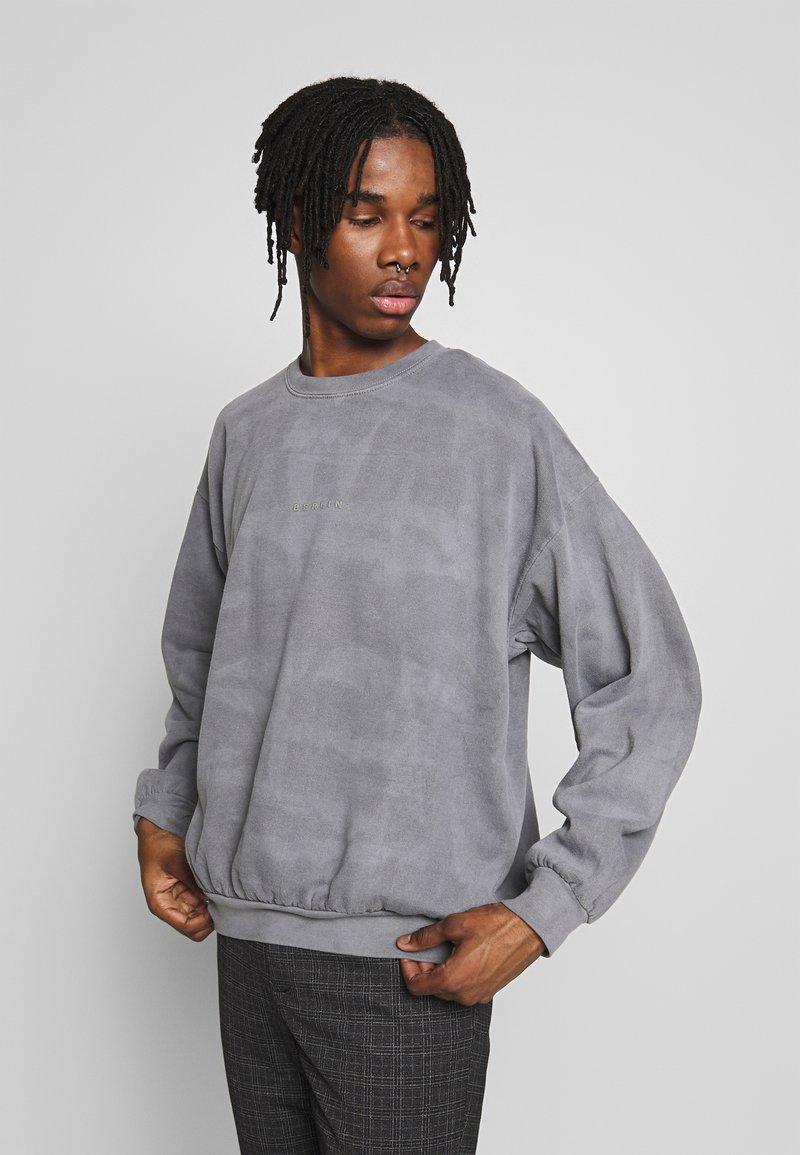 Topman - UNISEX WASHED BERLIN - Sweatshirt - grey