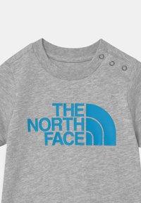 The North Face - INFANT EASY UNISEX - Print T-shirt - light grey/white - 2