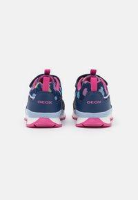 Geox - PAVEL GIRL - Sneakers laag - navy/multicolor - 2