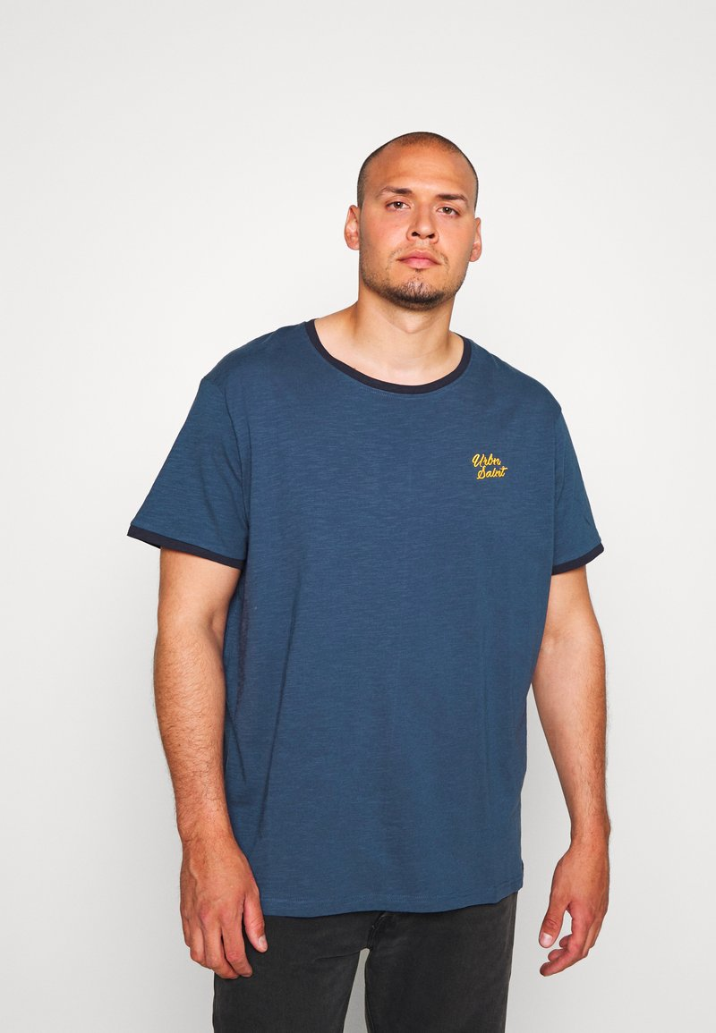 URBN SAINT - CHAO TEE - Print T-shirt - ensign blue