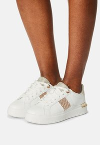 River Island - RHODES - Trainers - white/gold - 0
