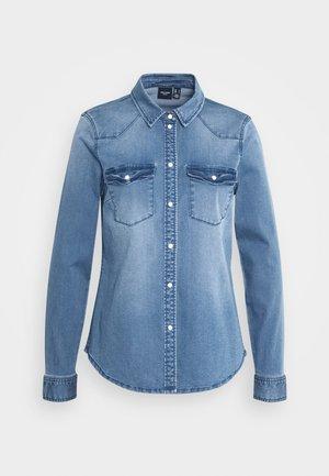 VMMARIA - Button-down blouse - medium blue denim