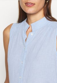 Banana Republic - BUTTON UP - Button-down blouse - light blue - 4