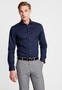 Seidensticker - SLIM SPREAD KENT PATCH - Formal shirt - dunkelblau - 0
