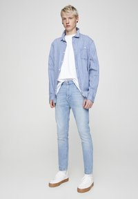 PULL&BEAR - Slim fit jeans - light blue - 1