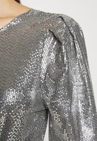 Gina Tricot - AUGUSTA SEQUINS DRESS EXCLUSIVE - Cocktail dress / Party dress - silver - 6