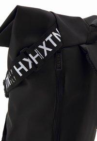 HXTN Supply - UTILITY PULSE BACKPACK UNISEX - Batoh - black - 4