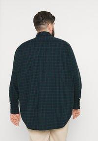 Polo Ralph Lauren Big & Tall - LONG SLEEVE SPORT SHIRT - Shirt - green/navy - 2