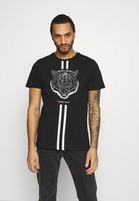 CLOSURE London - FURY TEE - Print T-shirt - black - 0