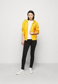 Polo Ralph Lauren - FEATHERWEIGHT - Zip-up sweatshirt - university yellow - 1