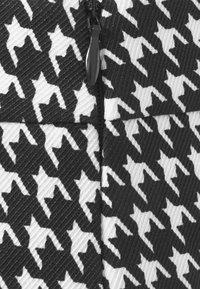 Missguided Petite - ZIP UP BACK DOGTOOTH BRALET AND SLIT FRONT MINI SKIRT  - Mini skirt - black - 6