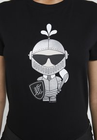 KARL LAGERFELD - KARL'S TREASURE KNIGHT T-SHIRT - Print T-shirt - black - 6