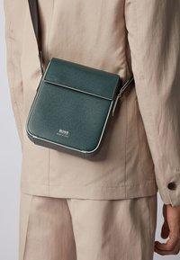 BOSS - Across body bag - green - 2