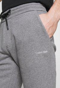 Calvin Klein - SMALL LOGO - Shorts - grey - 4