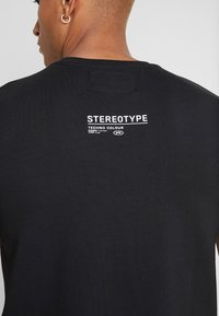 STEREOTYPE - REFLECT TEE - Triko spotiskem - black - 4