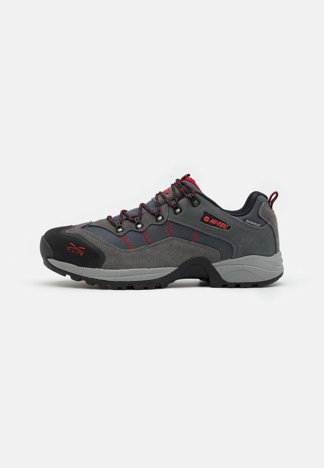 SIERRA V-LITE SPEEDHIKE LOW WP - Outdoorschoenen - steel grey/graphite/charcoal/core red