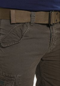 Schott - BATTLE - Shorts - olive - 3