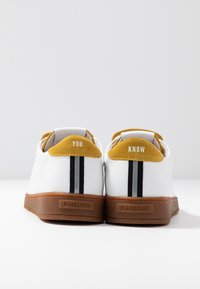 Blackstone - Baskets basses - white/oil yellow - 7