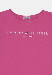 Tommy Hilfiger - ESSENTIAL TEE - Long sleeved top - vivid fuchsia - 2