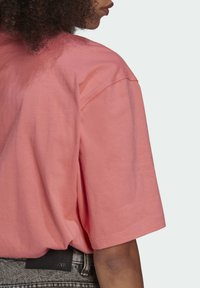 adidas Originals - TEE - T-shirts - hazy rose - 5