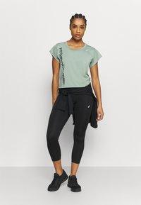 ASICS - RUN - T-Shirt print - slate grey/graphite grey - 1
