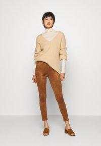 Culture - CUDELIA  - Leggings - Trousers - lion - 1