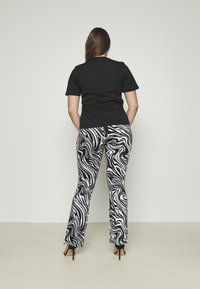 Juicy Couture - JUICY TRUST - T-shirt print - black - 3