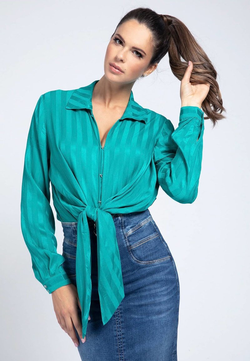 Guess - GESTREIFTE  - Button-down blouse - grünblau