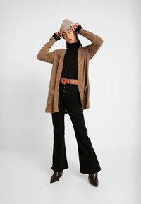Pieces - PCJANNIS CARDIGAN - Kardigan - brown