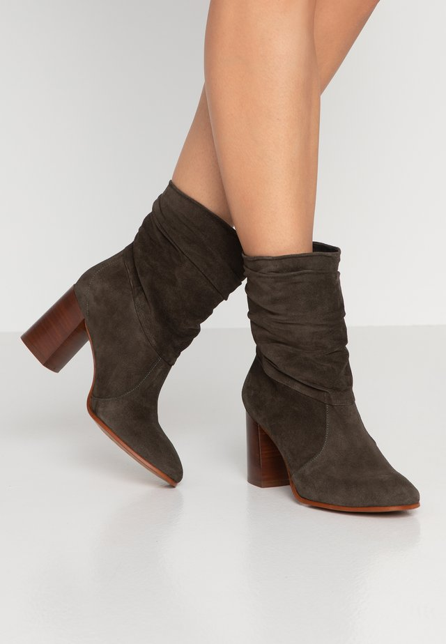 AGATA - Bottines - bosque