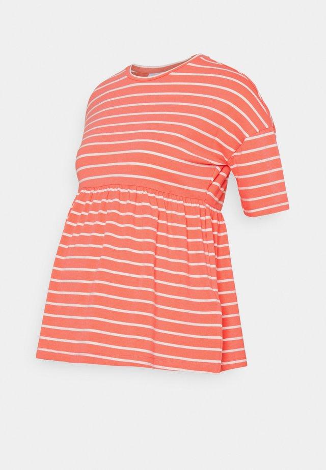 MLOTEA - T-shirt print - sugar coral/snow white