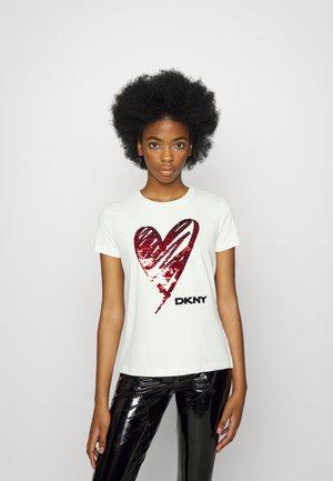 SEQUIN LOVE HEART - Apdrukāts T-krekls - white