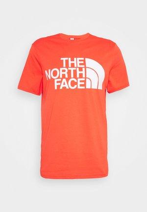 STANDARD TEE - Print T-shirt - flare