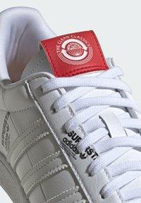 adidas Originals - SUPERSTAR  - Sneakers basse - white - 8