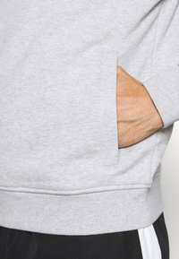 Lacoste Sport - CLASSIC HOODIE - Hoodie - silver chine/elephant grey - 4