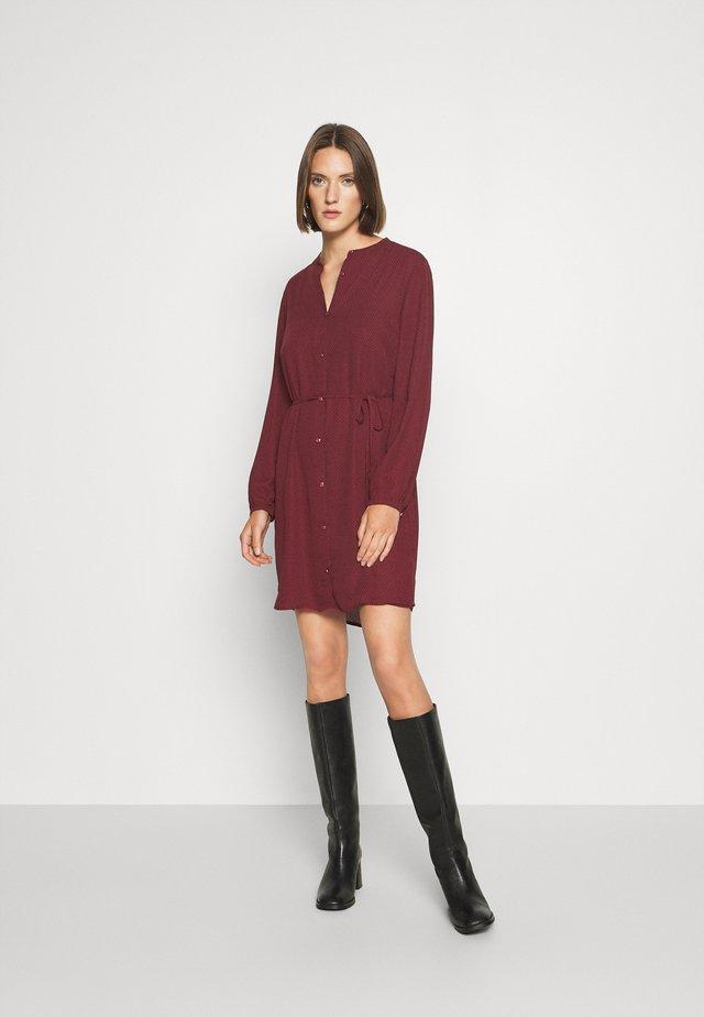 FILO PRINT DRESS - Blousejurk - maroon grid