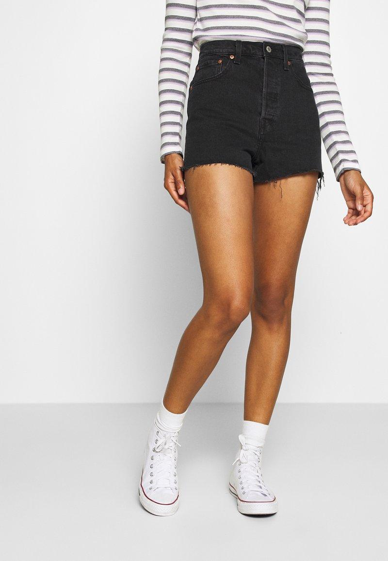 Levi's® - RIBCAGE - Jeans Short / cowboy shorts - black bayou