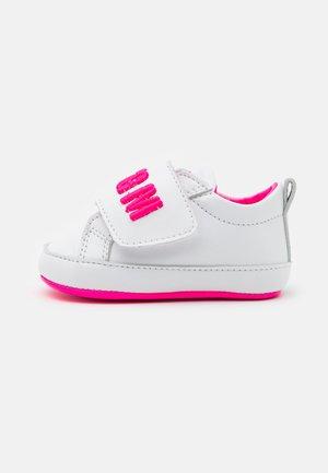 Krabbelschuh - white/pink