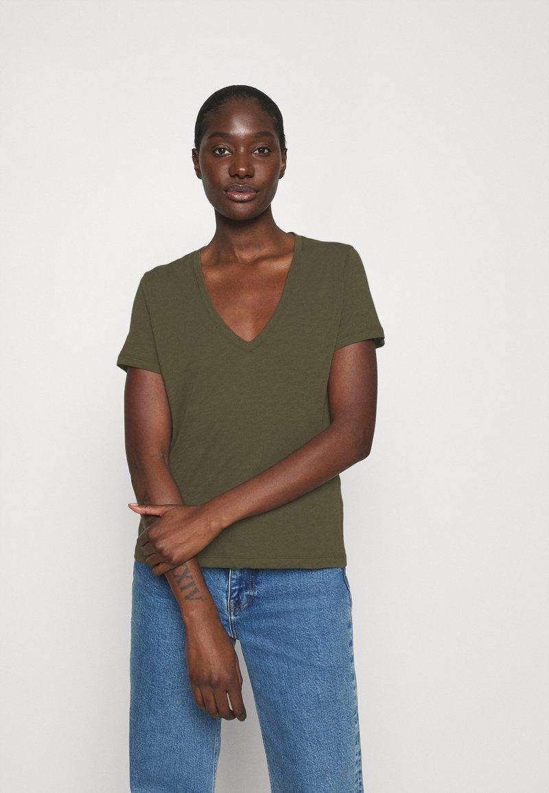 Madewell - WHISPER V NECK TEE - Basic T-shirt - foliage green