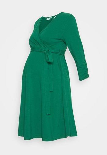 MATERNITY DRESS - Žerzejové šaty - green