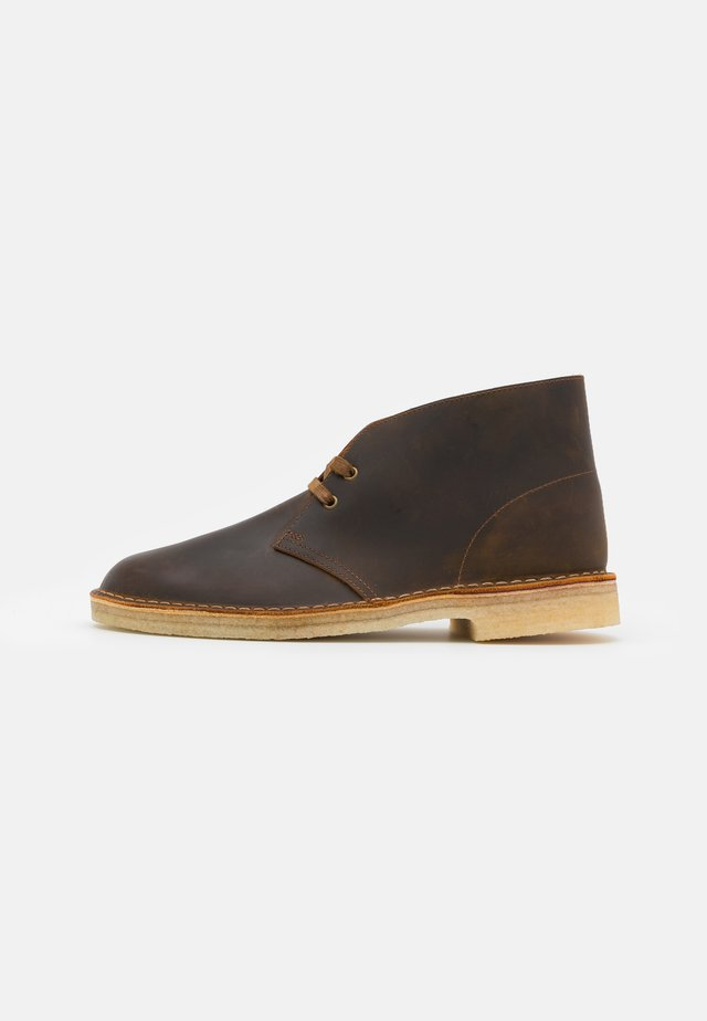 DESERT BOOT - Casual lace-ups - camel